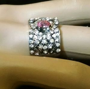 Jewelry - Beautiful rhinestones ring